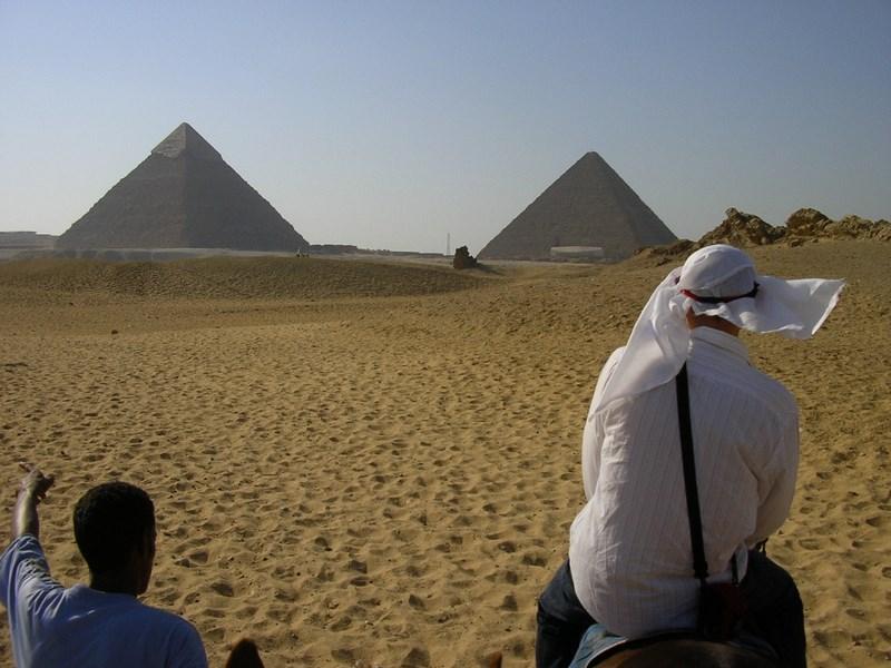 06. Spre Piramide