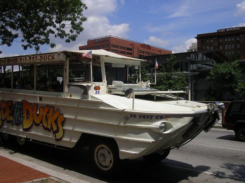 09. Autobuz amfibiu