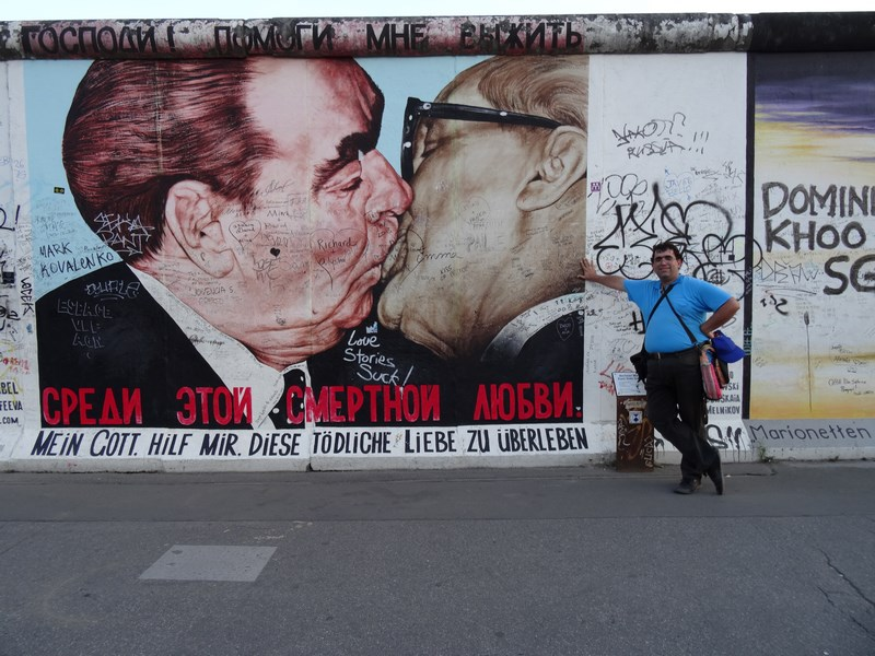 11. Honecker si Brejnev