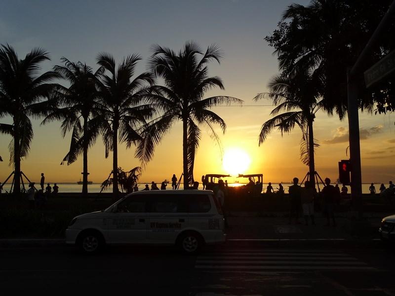 32. Apus de soare Manila