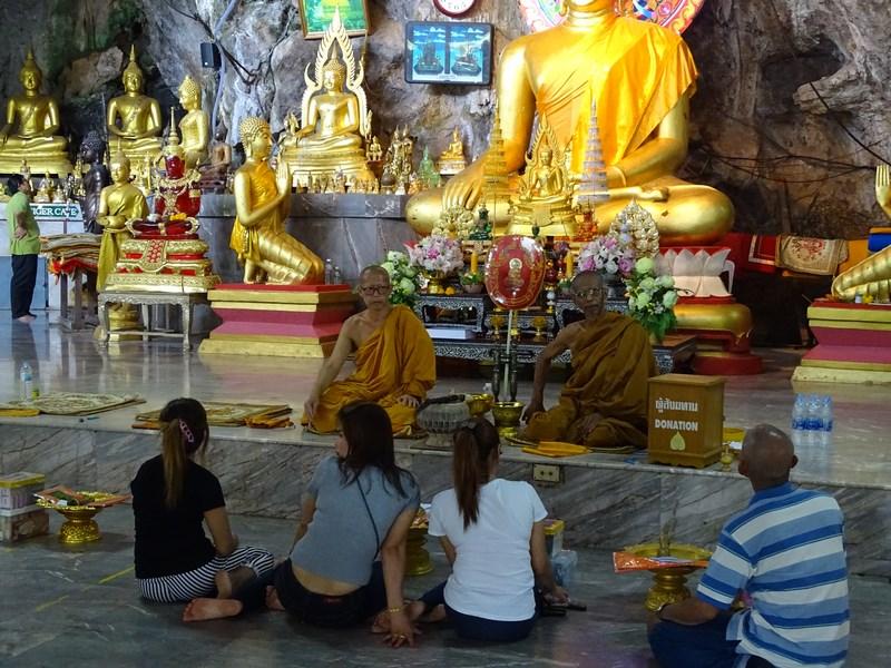 34. Discutii cu calugari budisti