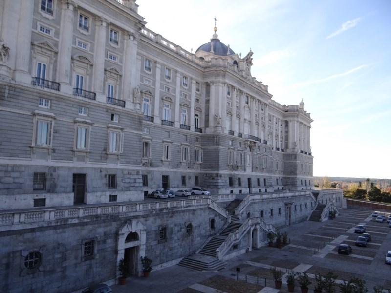 01. Palatul Regal