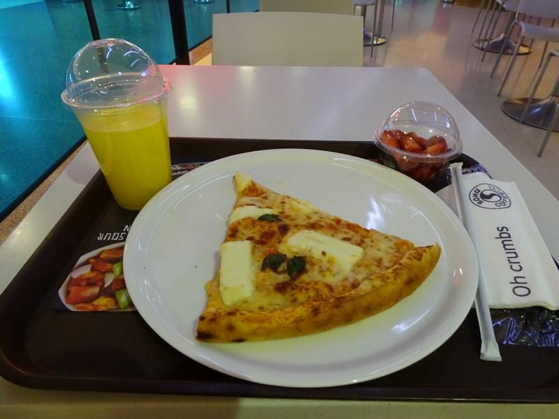 02. Pizza cu halloumi