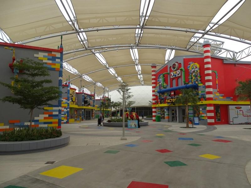11. Intrare Legoland