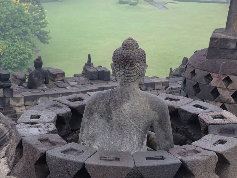 11. Statuie buda