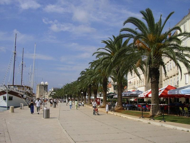 13. Trogir - promenada
