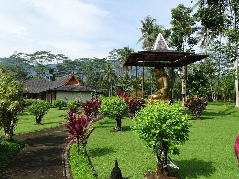 14. Manohara Borobudur