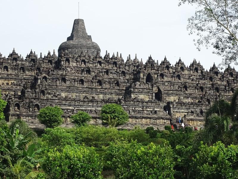 16. Borobudur pe soare