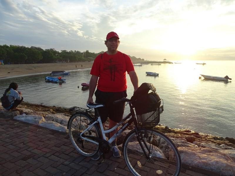 18. Cu bicicleta la rasarit