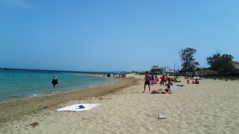18. Varosha - Plaja - in dreapta pichetul soldatilor turci