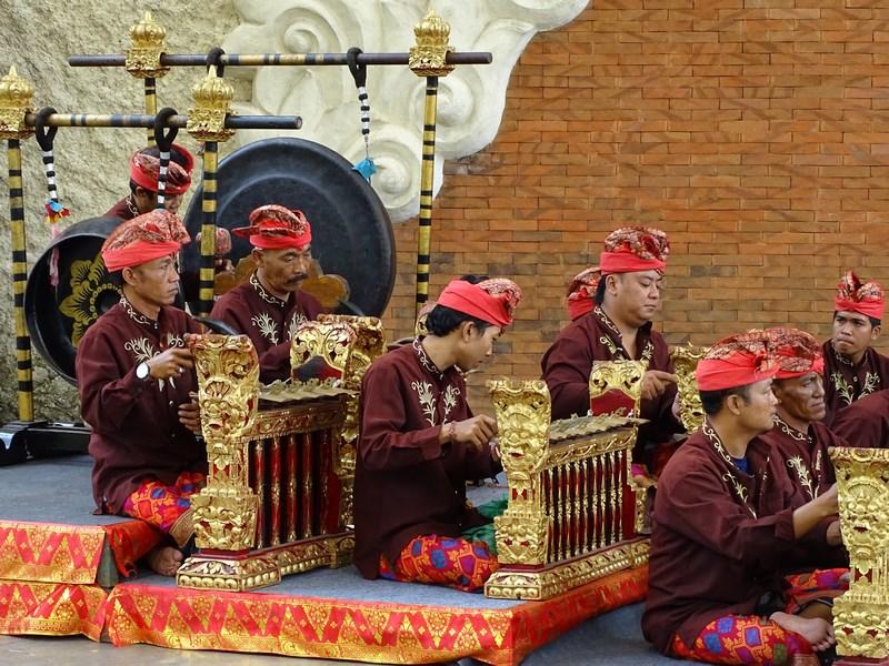 34. Orchestra gamelan