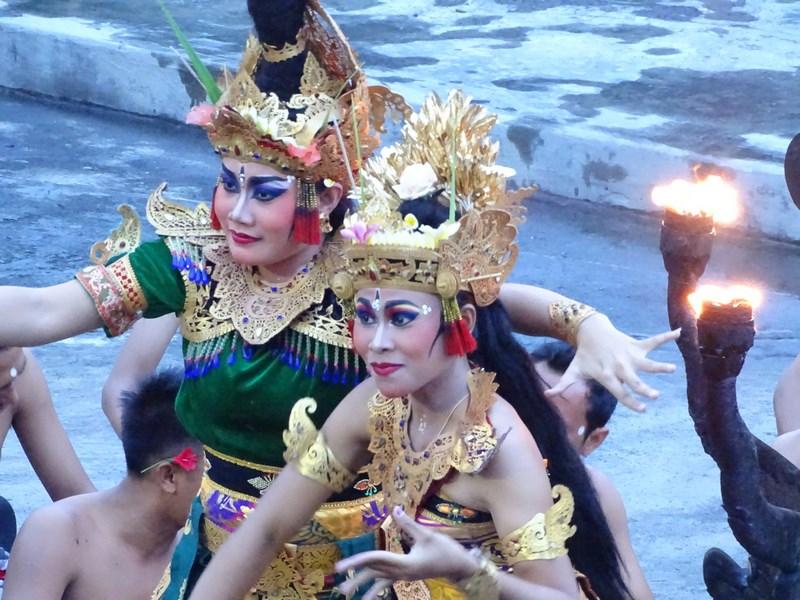 49. Dans Bali