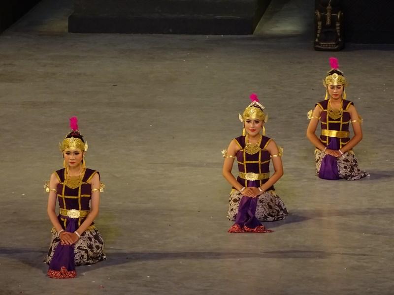 49. Dansatoare indoneziene