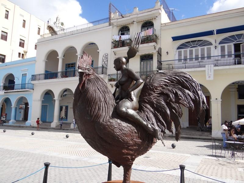 02. Femeie goala pe cocos