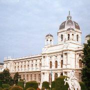 1. Muzeul De Arta