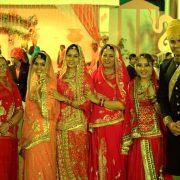 14. Cumnatele Si Vedetele De La Bollywood