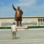 1. Statuia Lui Kim Ir Sen Din Phenian