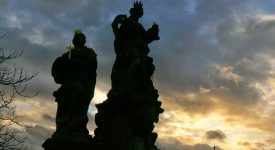 08. Statui De Pe Pod Din Praga