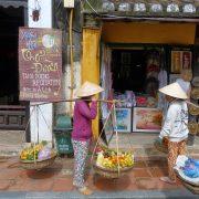 10. Vanzatoare Fructe Vietnam