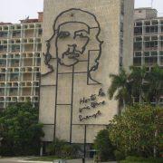 12. Statuia Lui Che