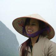 14. Fata Din Vietnam