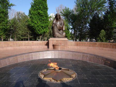 10. Monumentul mamei care plange