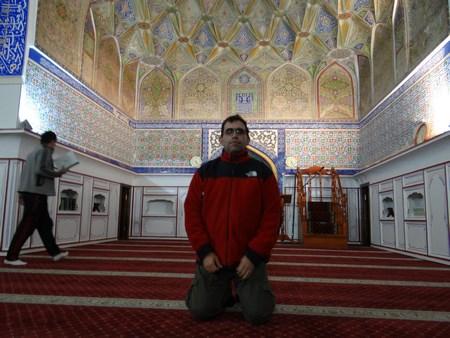 15. Bolo Hauz Mosque