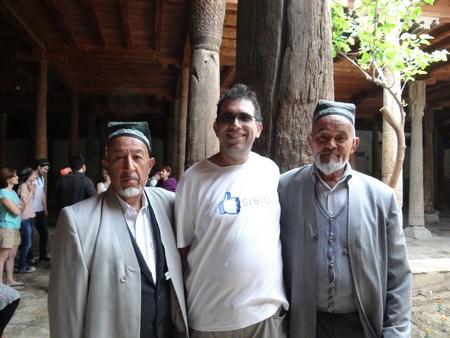 20. Uzbeci in haine traditionale
