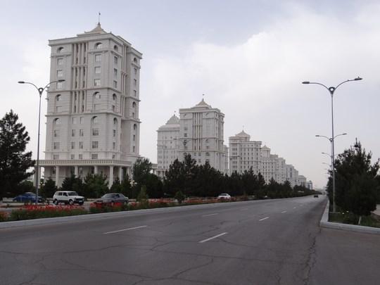 02. Bulevardul principal din Asgabat