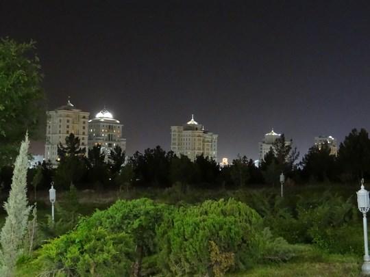 36. Blocuri noaptea
