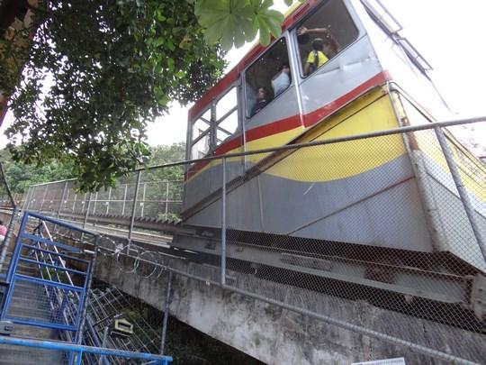 06. Funicular in favela