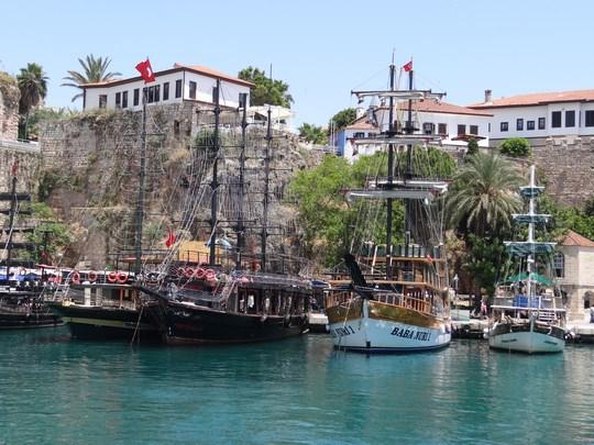 12, Vase pirati