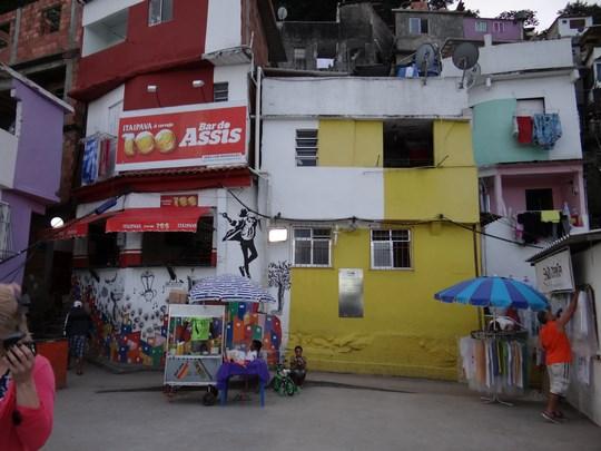 19. Piata Michael Jackason - favela Santa Marta