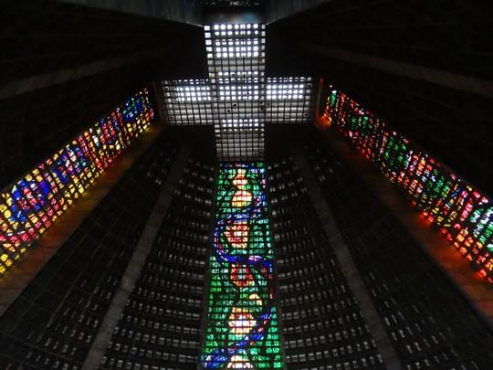31. Interiorul catedralei din Rio de Janeiro