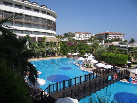 33. Alba Royal Hotel - piscine