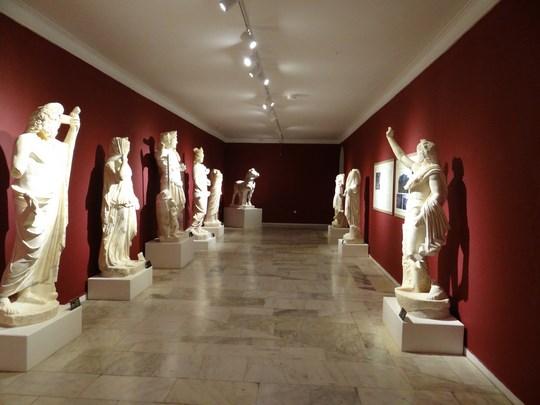 36. Statui antice