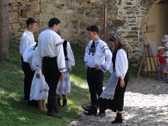 05. Haine traditionale sasesti
