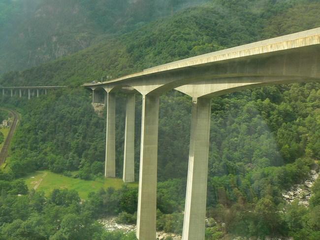 11. Autostrada suspendata