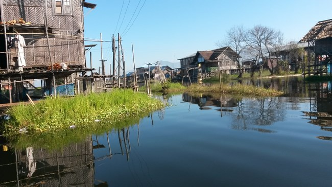 18. floating houses in inle lake (Copy)