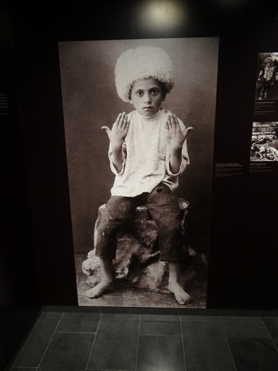 19. Copil armean crucificat