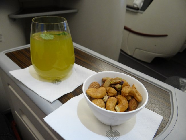 09. Peanuts - Qatar Airways