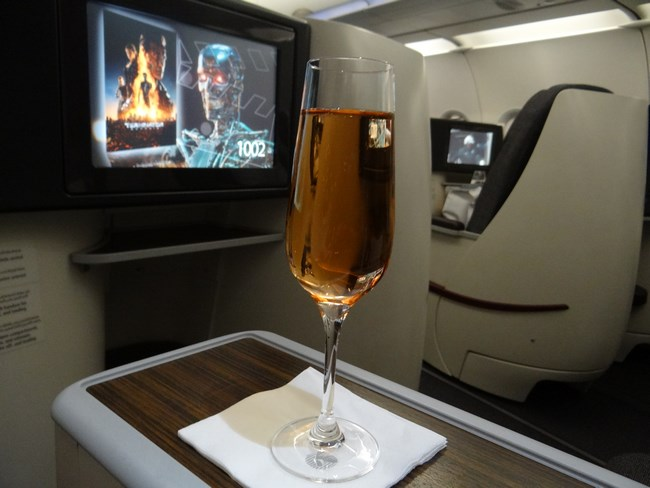 10. Champagne Saudi - Qatar Airways