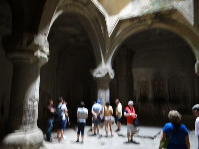 10. Interior manastire
