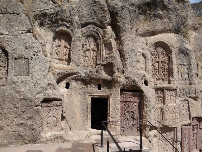 14. Chilii sculptate