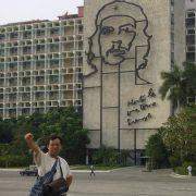 08 Statuia Lui Che