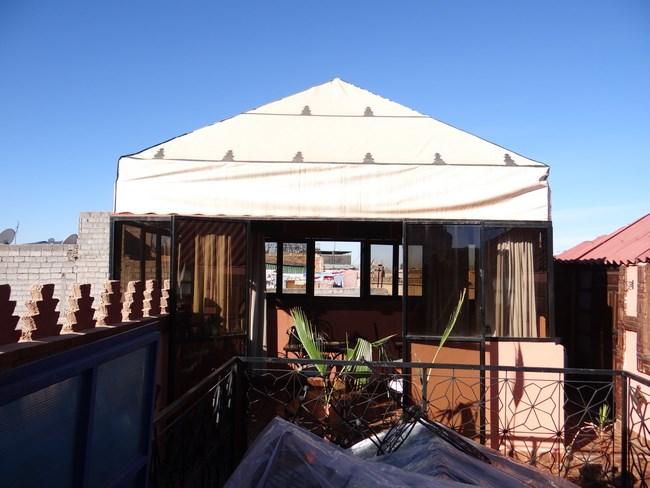 12. Mic dejun pe acoperis