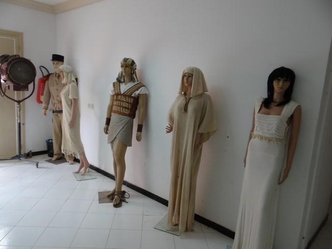 33. Costume film