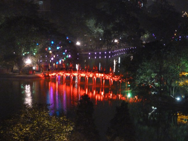 20. Hanoi by night