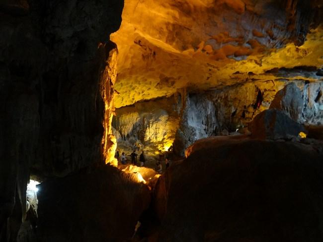 25. Pestera - Halong Bay