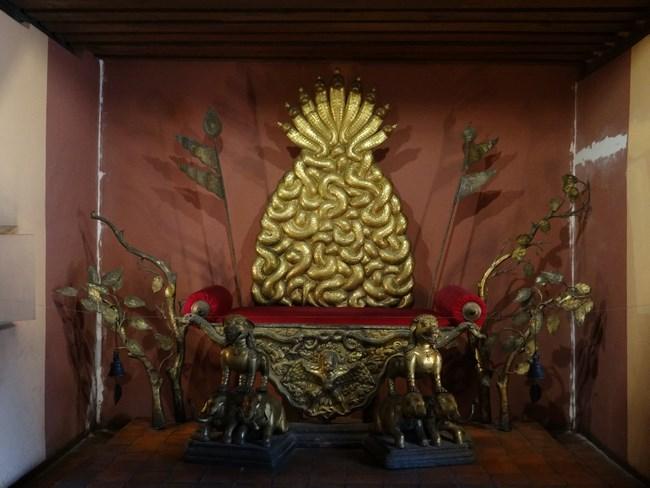 38. Tronul regelui din Patan